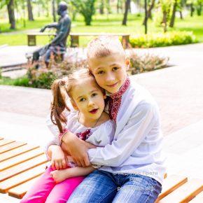 Коли син і донечка - важко хворі - не обійтись без допомоги. Онкологія у Михайлика, епілепсія та ДЦП у Михайлинки