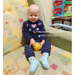 Допоможіть Софійці, яка бореться з раком - нарешті стати на ніжки.