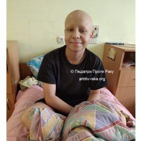 Руслан мріє знову грати у футбол з однокласниками, але спочатку має побороти рак. Будь ласка, допоможіть!